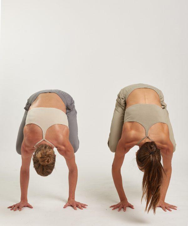 Yoga BH Y light olive crow pose
